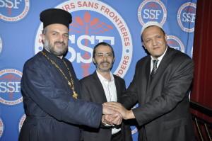 Arié Levy avec le Père Gabriel Naddaf et l'Imam Chalghoumi