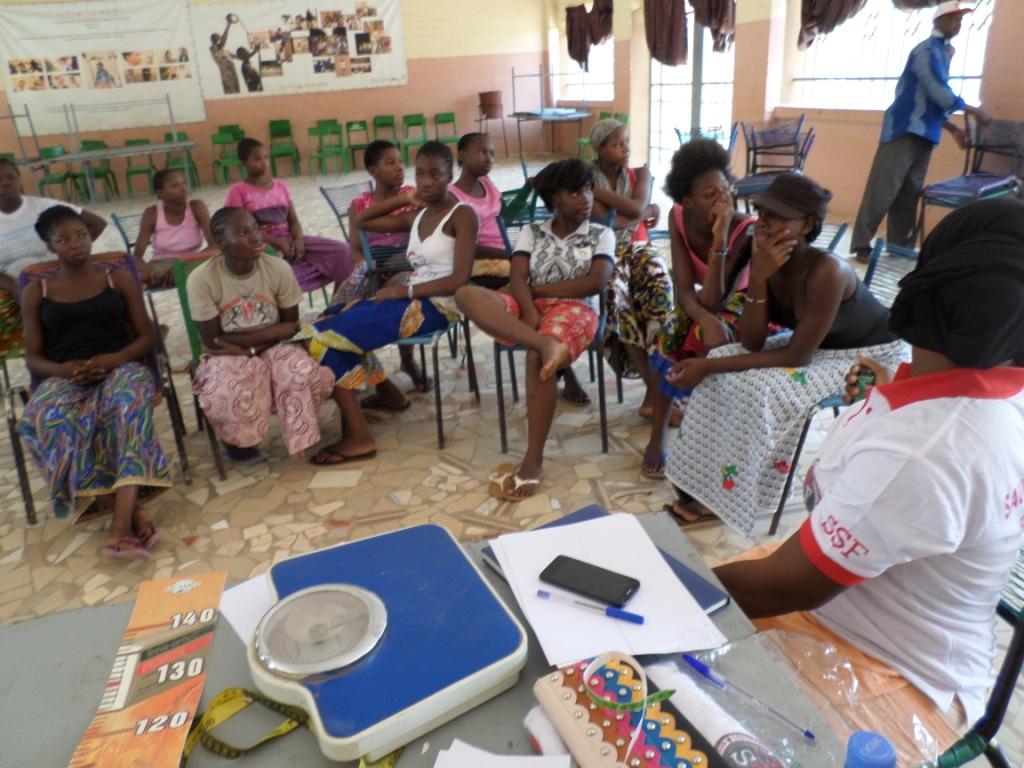 sensibilisation jeunes filles à Sanakoura