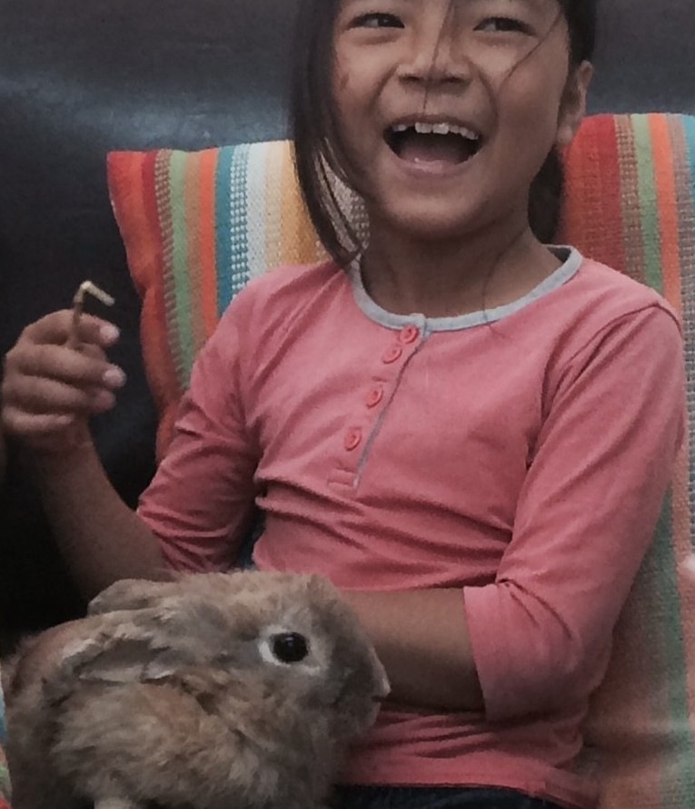 Enfant de Sdérot avec lapin