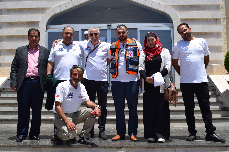 De g à droite : Abed El Rahim, représentant du Gouvernement jordanien, Ihya Almouhid, Michel Lévy, SSF, Dr Basam El Zaabi, Dr Amira Zloum, Ahmed Saad, paramedic. Au premier rang: Hassan Jahabri.